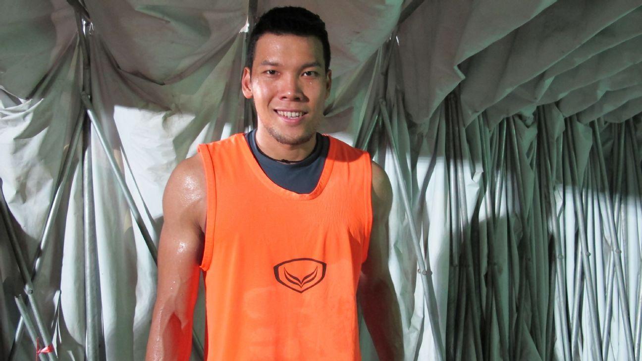 Muang Thong goalkeeper Kawin Thamsatchanan