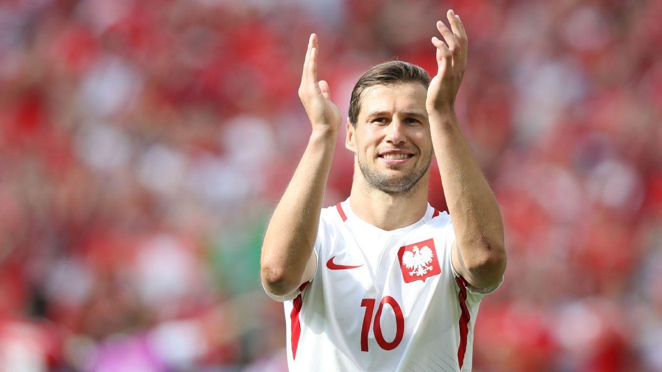 Poland midfielder Grzegorz Krychowiak