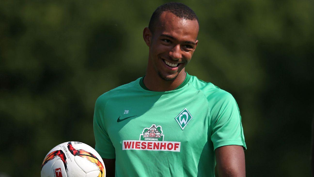 Melvyn Lorenzen of Werder Bremen
