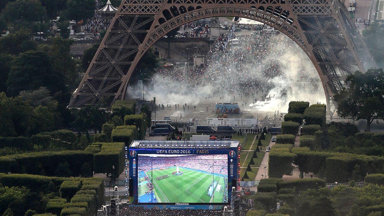 Eiffel Tower fan trouble