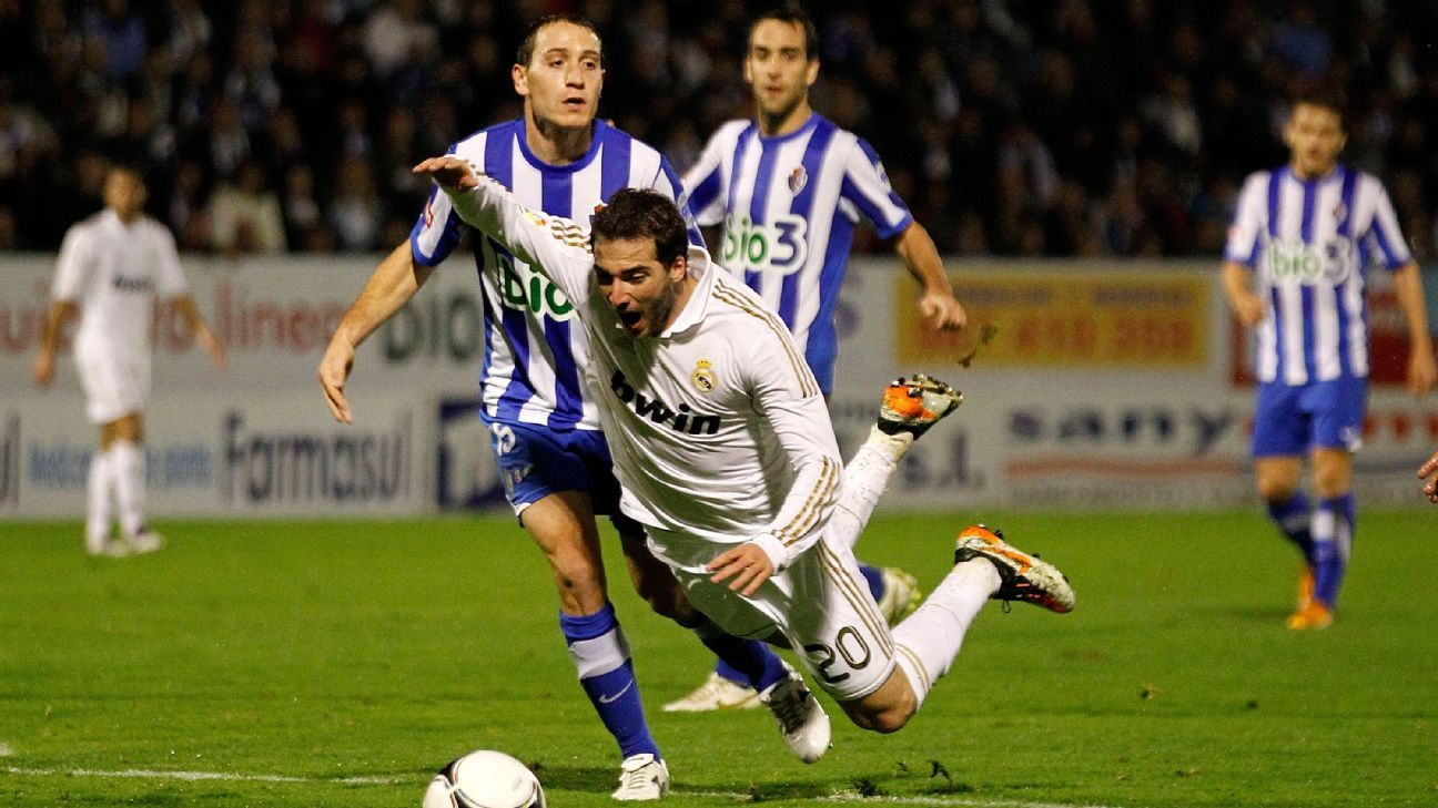 Ponferradina defender Alan Baro