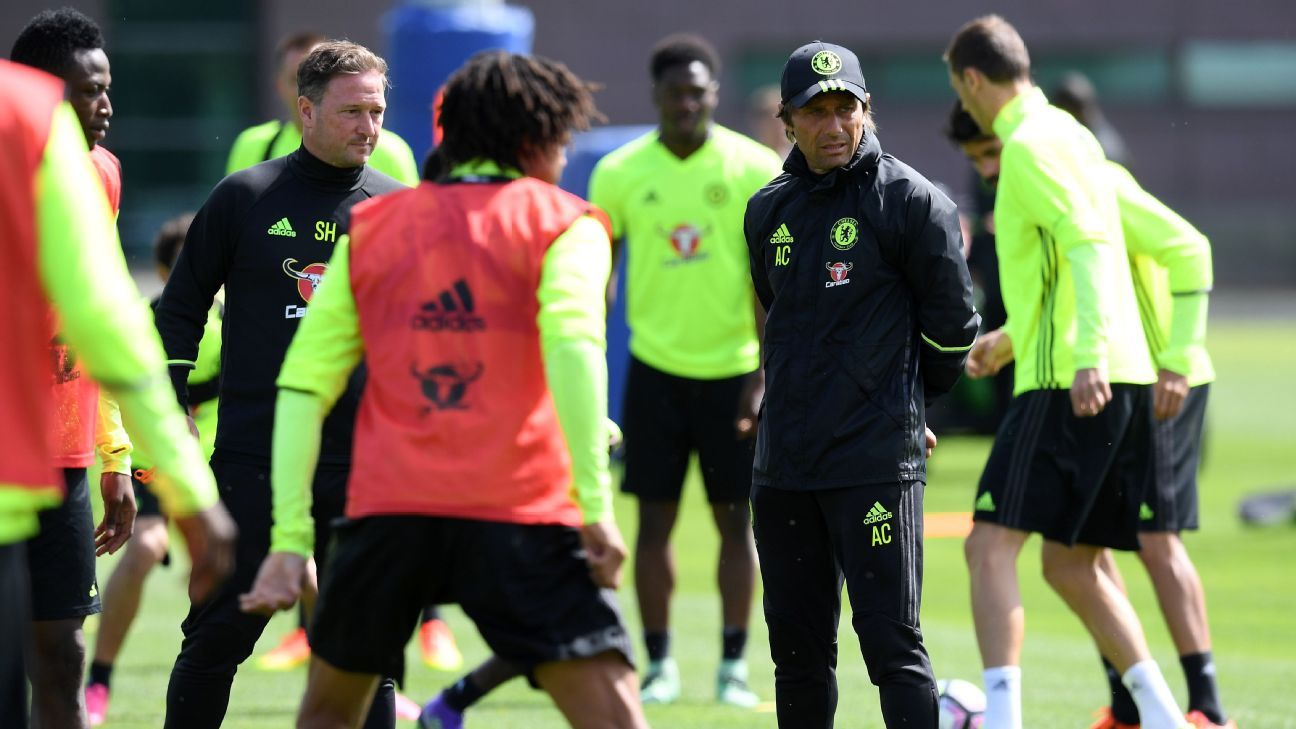 Antonio Conte takes Chelsea training