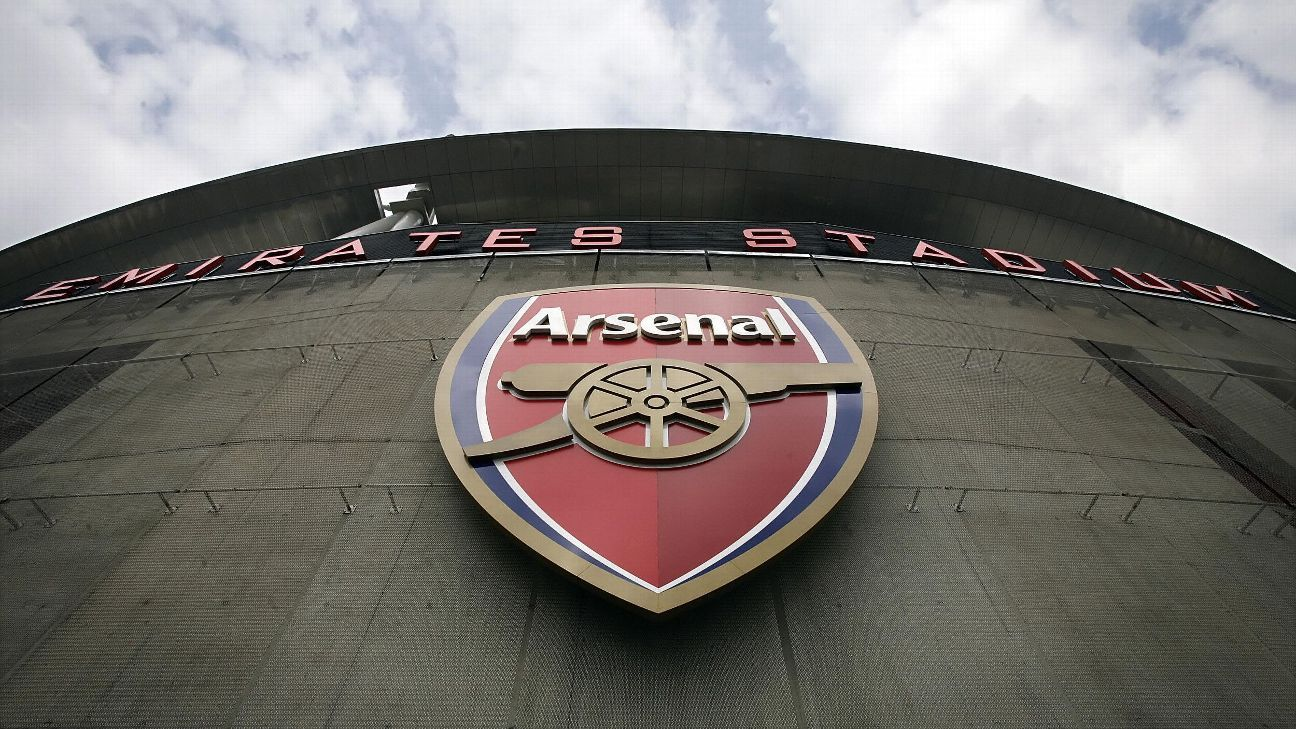 Emirates external Arsenal crest logo