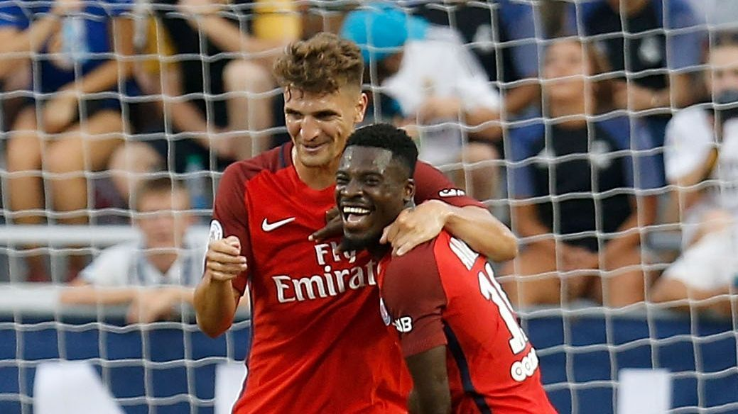Thomas Meunier is congratulated by Serge Aurier after scoring against Real Madrid.