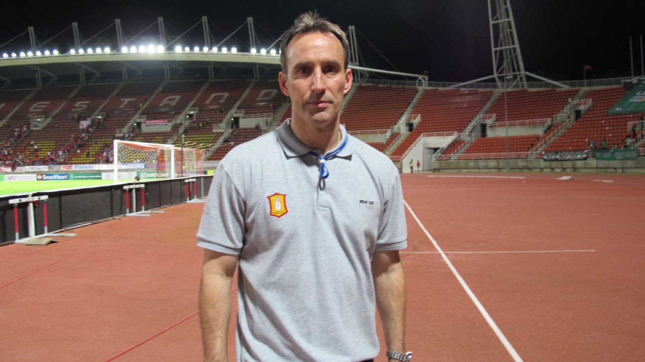 Bangkok Glass coach Aurelio Vidmar