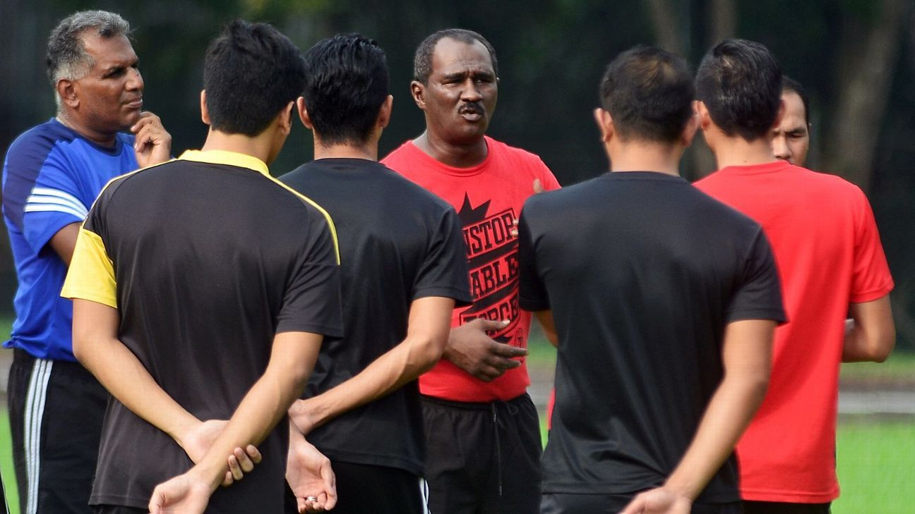 Interim Selangor coach K. Gunalan (far left)