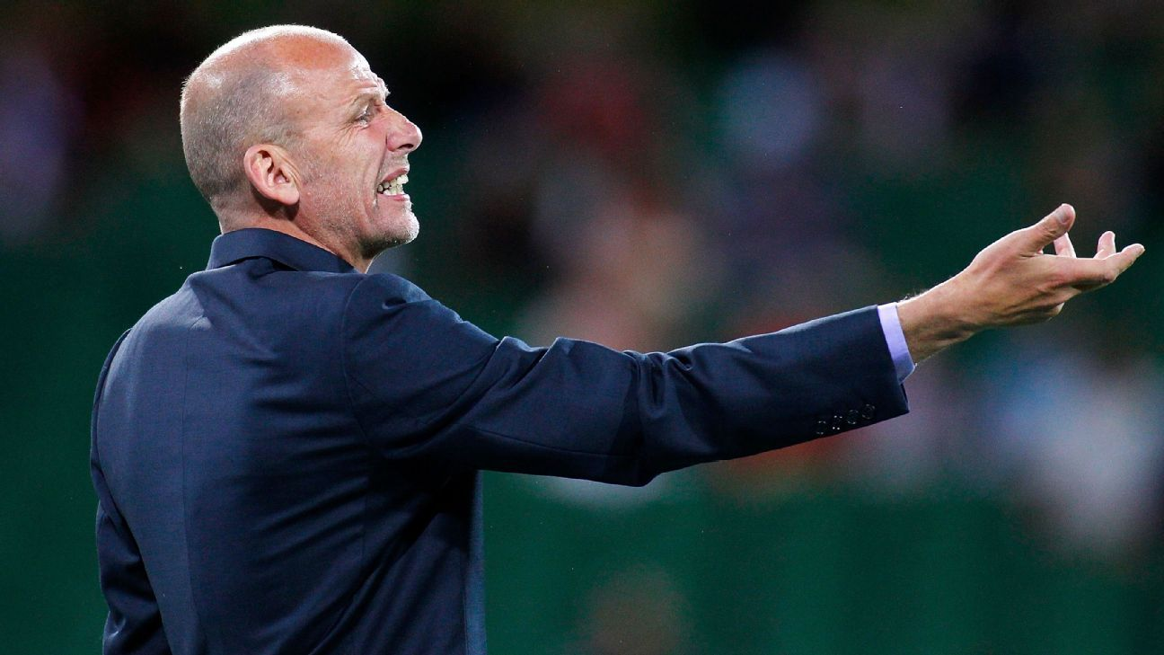 Perth Glory coach Kenny Lowe