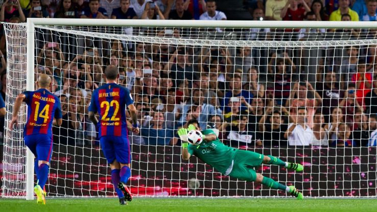 Claudo Bravo Barcelona save