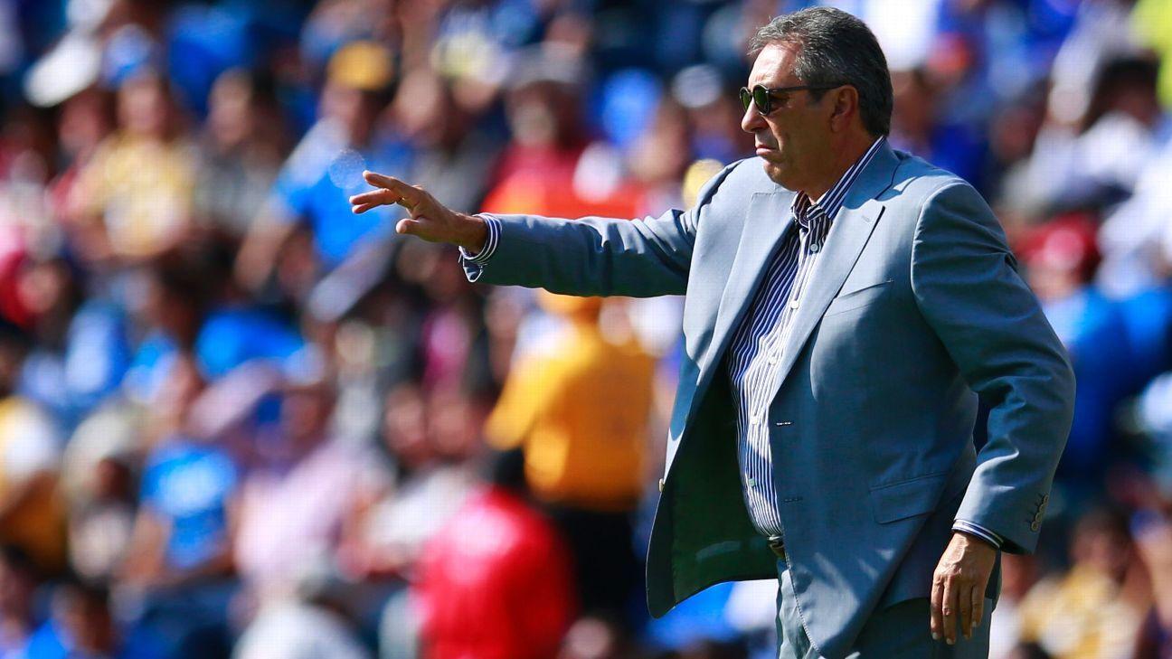 Cruz Azul coach Tomas Boy