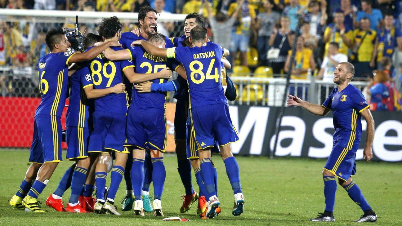 FARE reports banana thrown Rostov-Eindhoven Champions