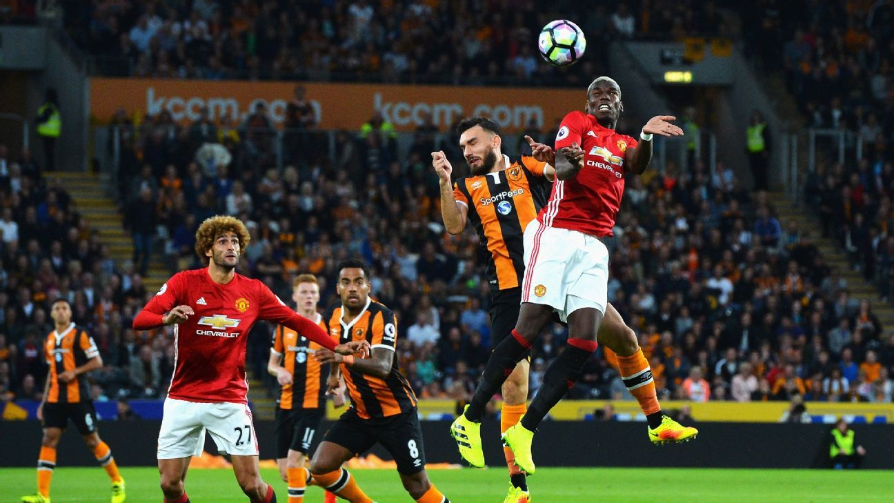 Manchester United beat Hull City with a stoppage-time goal.