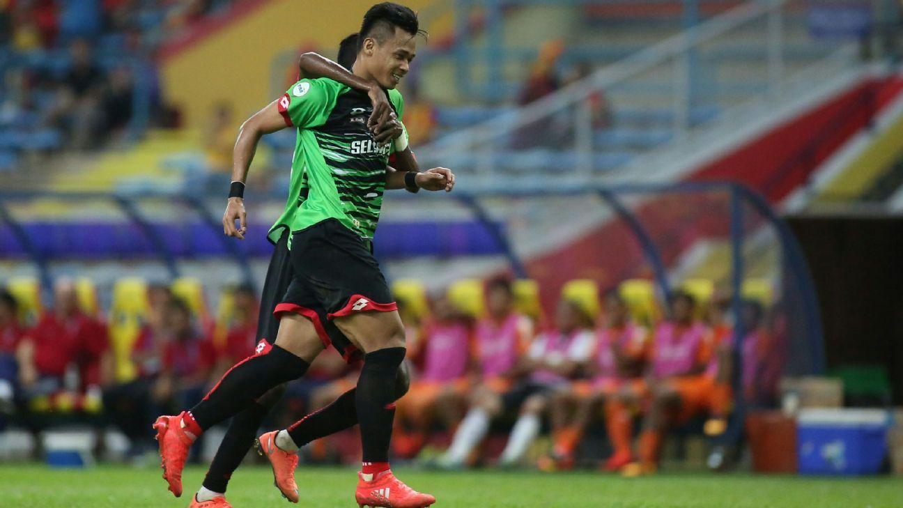 Selangor striker Hazwan Bakri celebrates scoring in 2016 Malaysia Cup vs. PKNS