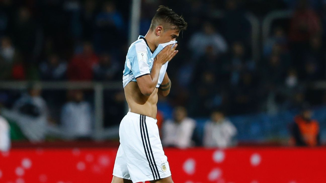 MENDOZA, ARGENTINA - SEPTEMBER 01:  Paulo Dybala of Argentina leaves the field after receiving the red card during a match between Argentina and Uruguay as part of FIFA 2018 World Cup Qualifiers at Malvinas Argentinas Stadium on September 01, 2016 in Mend