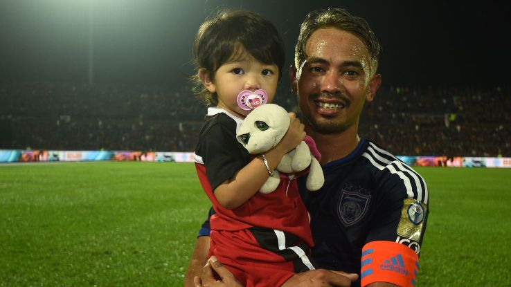 JDT captain Safiq Rahim and son celebrate 2016 MSL title
