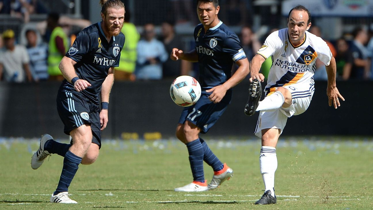Landon Donovan scored the equalizer for LA in a 2-2 draw with Sporting Kansas City.