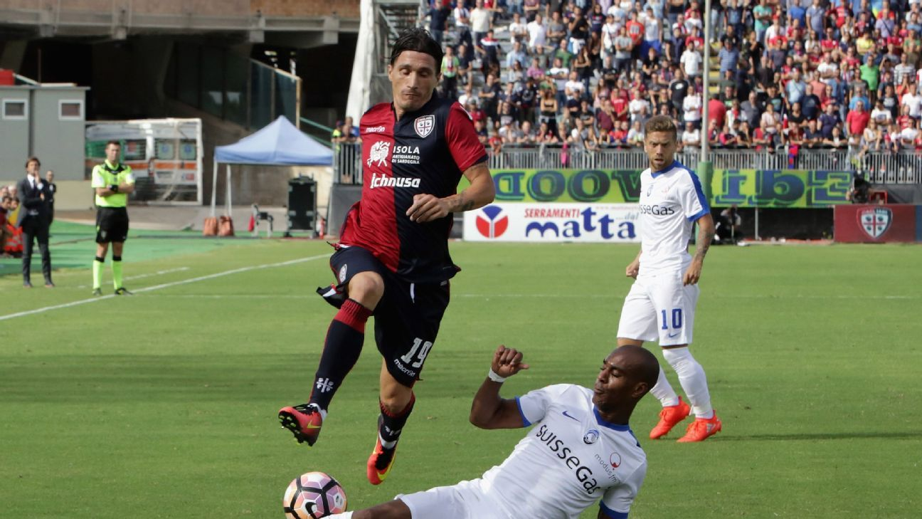Fabio Pisacane of Cagliari and Addoulay Konko of Atalanta  during the Serie A match between Cagliari Calcio and Atalanta BC at Stadio Sant'Elia on September 18, 2016 in Cagliari, Italy.