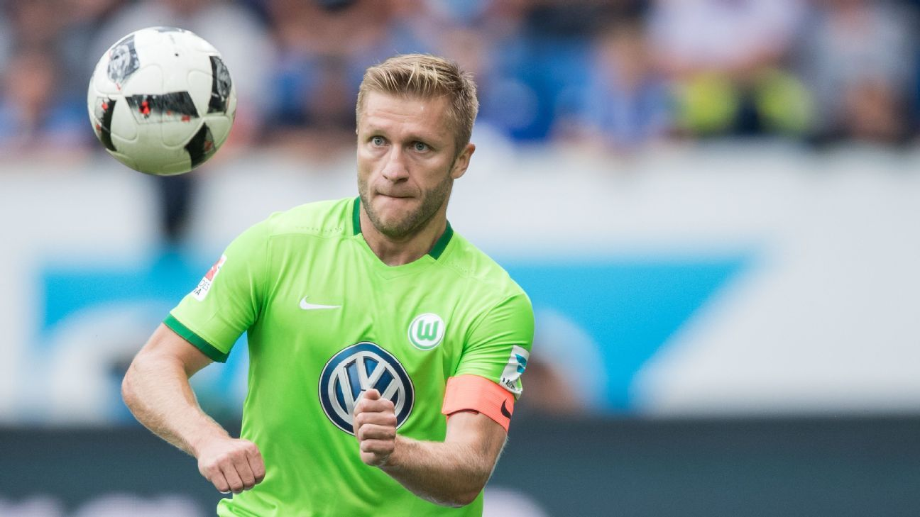 Jakub Blaszczykowski of Wolfsburg controls the ball during the Bundesliga match between TSG 1899 Hoffenheim and VfL Wolfsburg at Wirsol Rhein-Neckar-Arena on September 17, 2016 in Sinsheim, Germany.