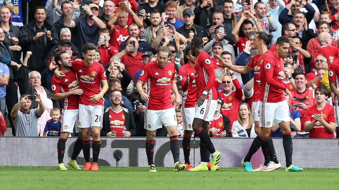 Manchester United celebrate doubling their lead through Juan Mata.
