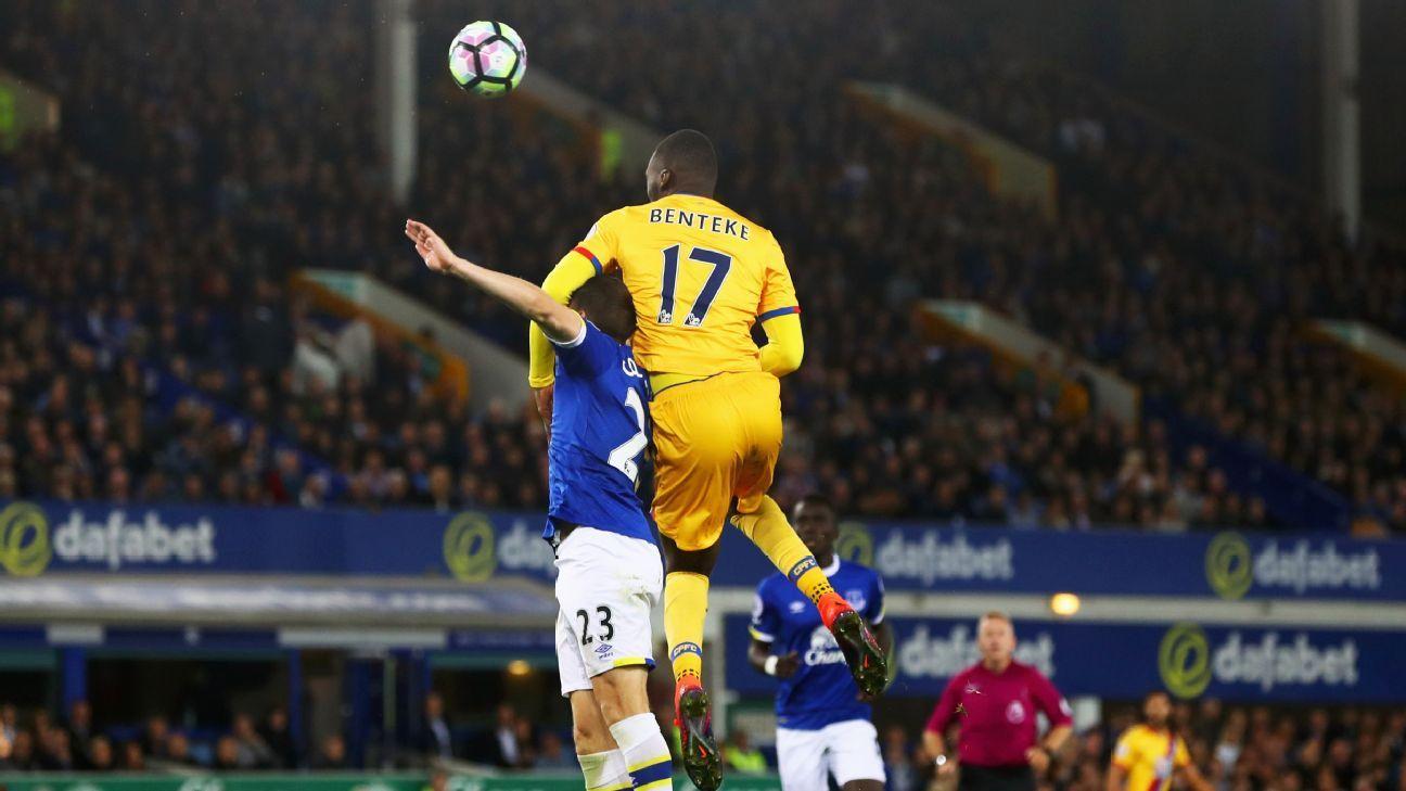 Christian Benteke's goal gave Crystal Palace a 1-1 draw with Everton.