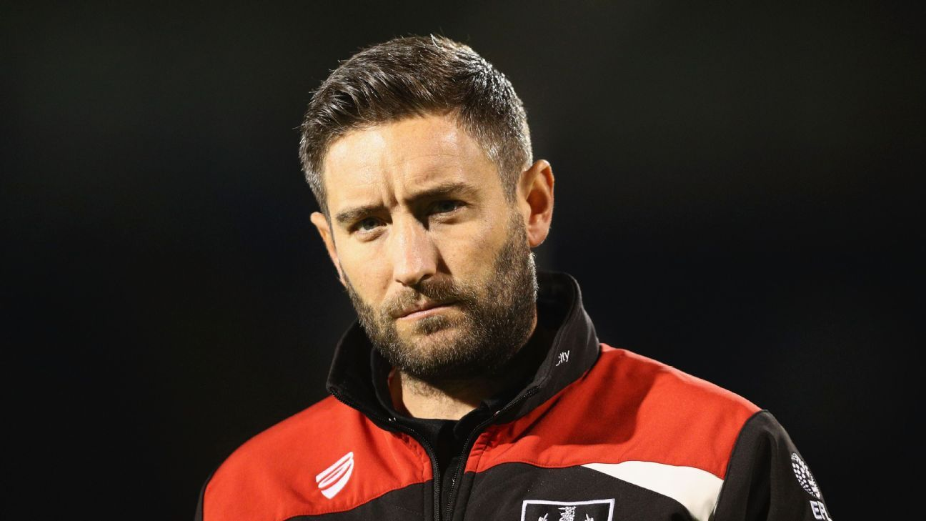 Lee Johnson, Manager of Bristol City looks on during the EFL Cup Third Round match between Fulham and Bristol City at Craven Cottage on September 21, 2016 in London, England.
