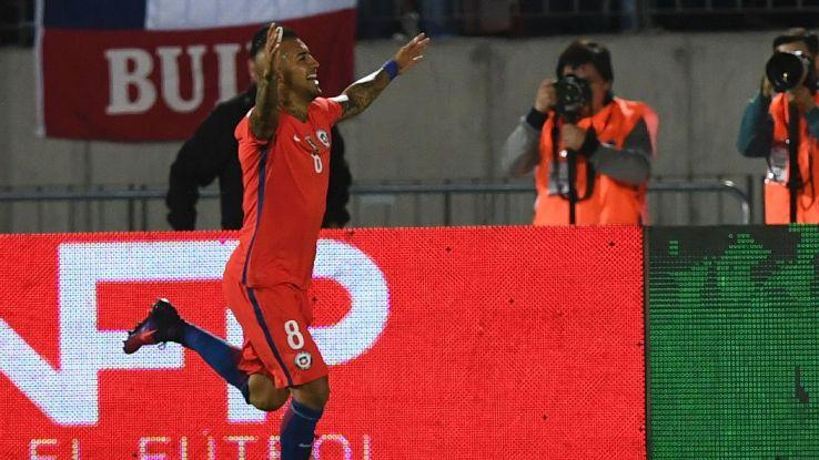 Vidal celeb vs Peru 161011