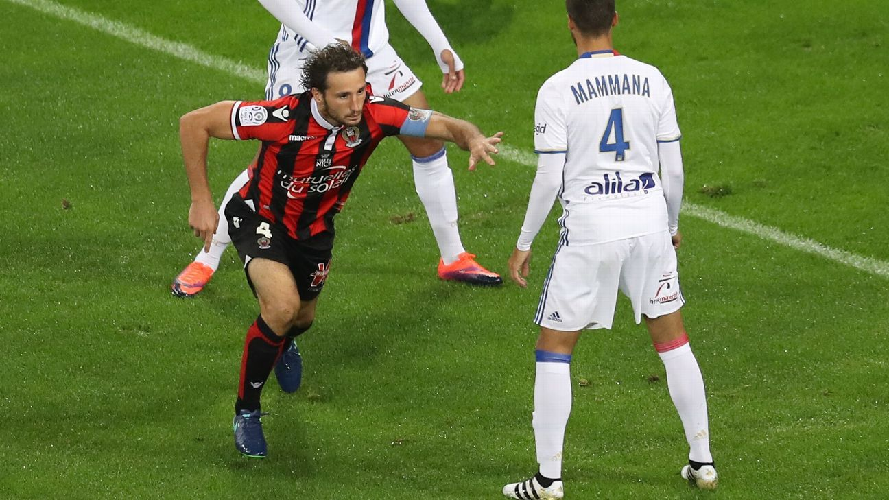 Paul Baysse celebrates after opening the scoring for Nice against Lyon.