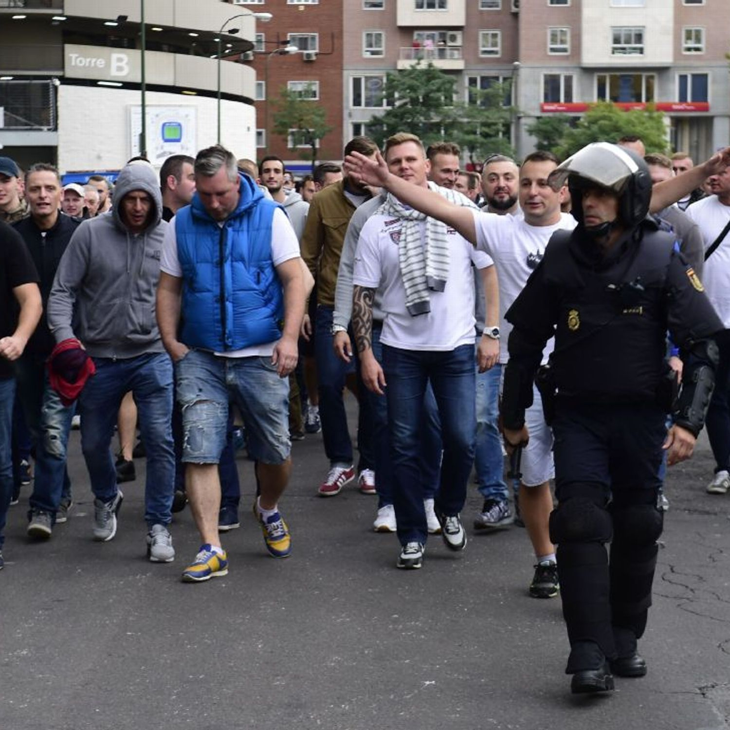 Legia Warsaw Supporters Clash With Spanish Police Before