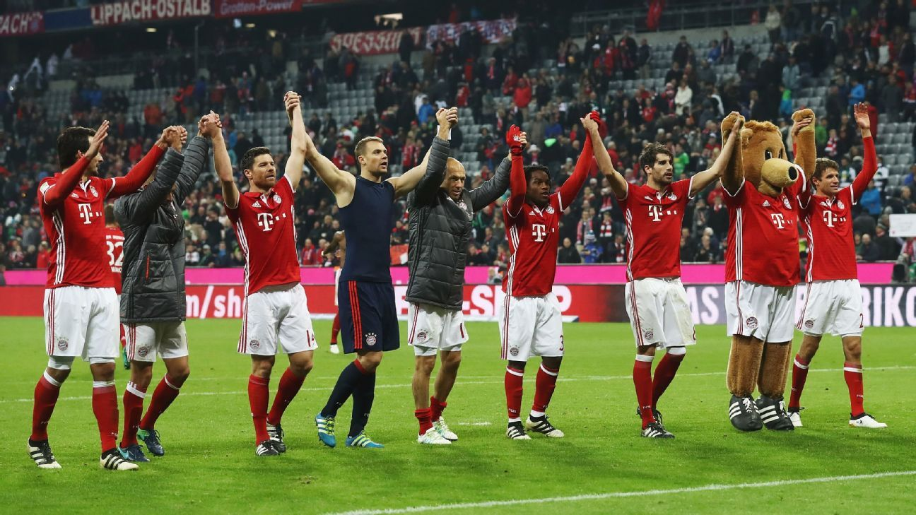 Bayern Munich celebrate after victory over Gladbach.