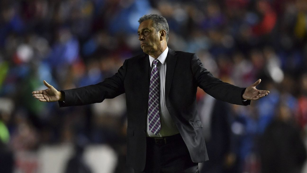 Cruz Azul coach Tomas Boy