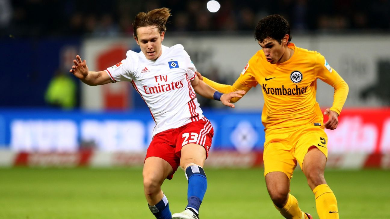 Alen Halilovic (L) of Hamburg and Jesus Vallejo of Frankfurt battle for the ball during the Bundesliga match between Hamburger SV and Eintracht Frankfurt at Volksparkstadion on October 21, 2016 in Hamburg, Germany.