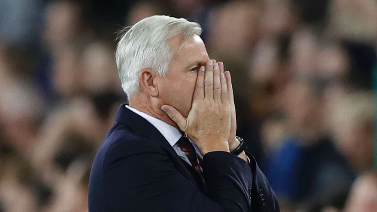 Crystal Palace manager Alan Pardew reacts after James Tomkins missed a chance to score   Action Images via Reuters / Carl Recine