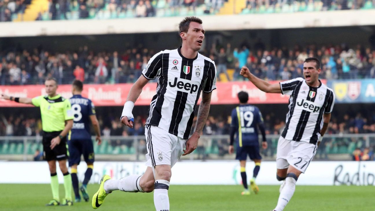 Juventus' Mario Mandzukic, center, celebrates after scoring during a Serie A soccer match between Chievo Verona and Juventus at the Bentegodi stadium in Verona, Italy, Sunday, Nov. 6, 2016.