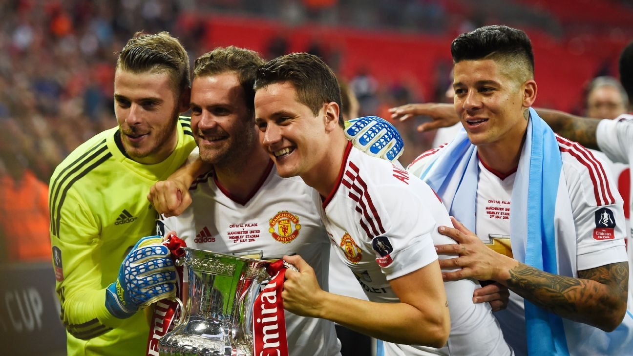 Britain Football Soccer - Crystal Palace v Manchester United - FA Cup Final - Wembley Stadium - 21/5/16  (L - R) Manchester United's David De Gea, Juan Mata, Ander Herrera and Marcos Rojo celebrate with the trophy after winning the FA Cup