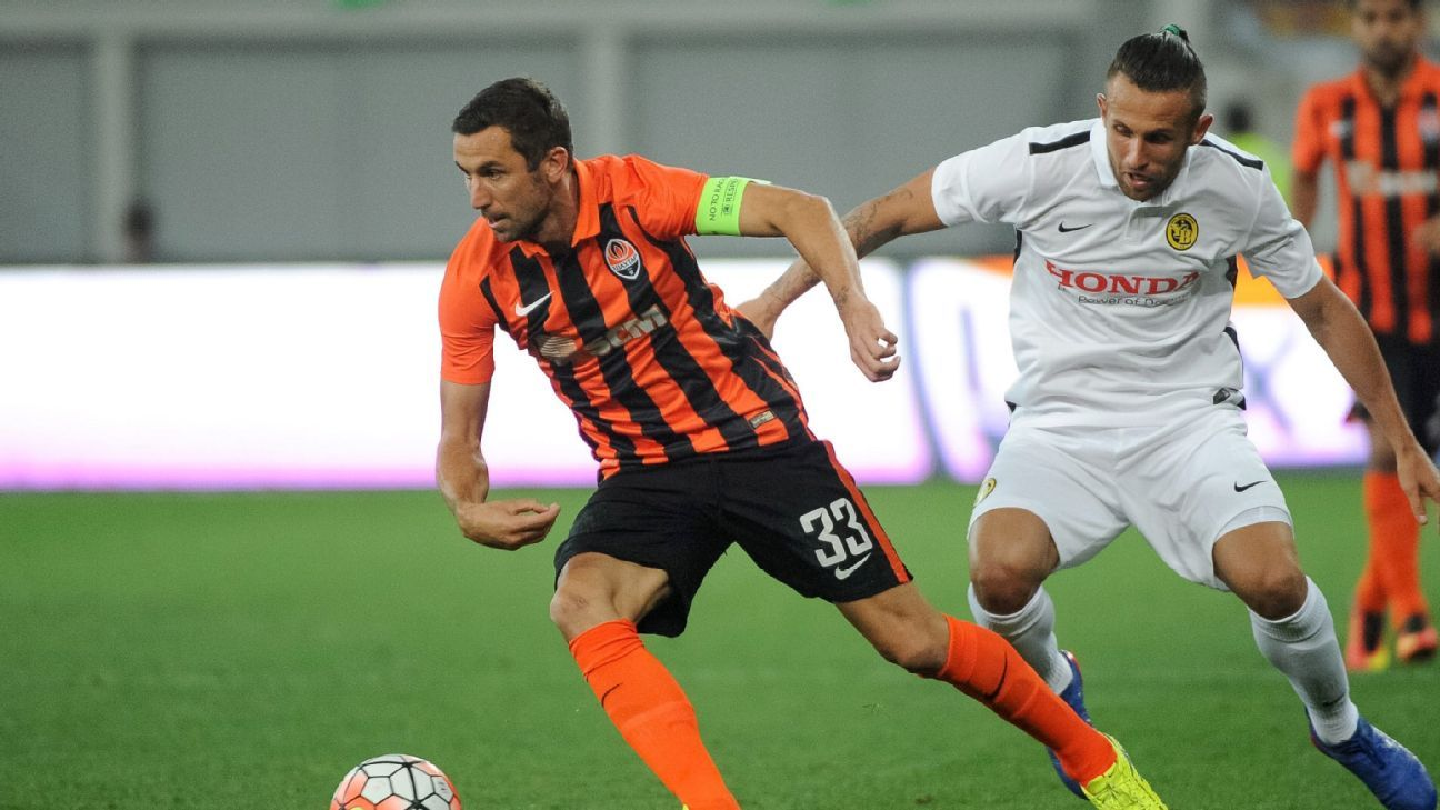 Darijo Srna (L) of Shakhtar controls the ball during the UEFA Champions League third qualifying round first leg soccer match Shakhtar Donetsk vs Young Boys Bern, in Lviv, Ukraine, 26 July 2016.