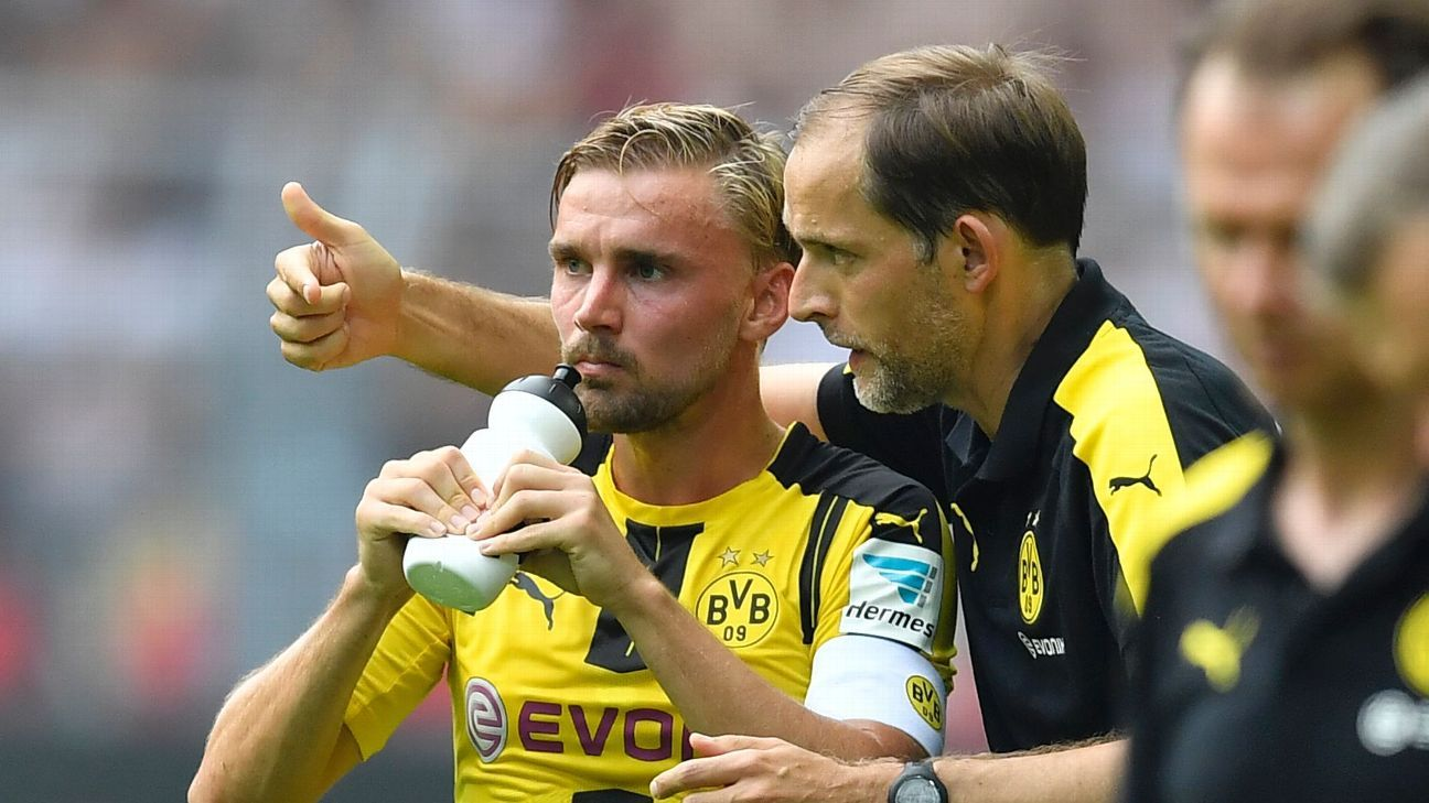 Dortmund's head coach Thomas Tuchel talks to Dortmund's Marcel Schmelzer during the German Bundesliga soccer match between Borussia Dortmund and FSV Mainz in Dortmund, Germany, Saturday, Aug. 27, 2016.