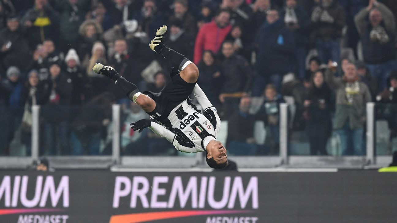 Hernanes and Juventus cruised to victory over Pescara.