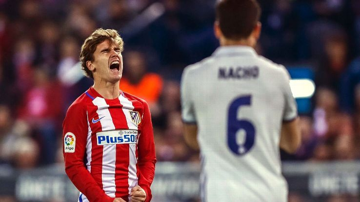 Atletico Madrid's French striker Antoine Griezmann (L) reacts during the Spanish Liga's Primera Division match between Atletico Madrid and Real Madrid at Vicente Calderon stadium in Madrid, central Spain, 19 November 2016.
