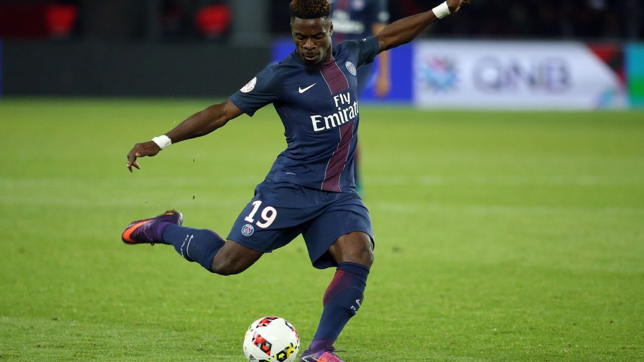Serge Aurier in action during the French Ligue 1 match between Paris Saint-Germain and Rennes.