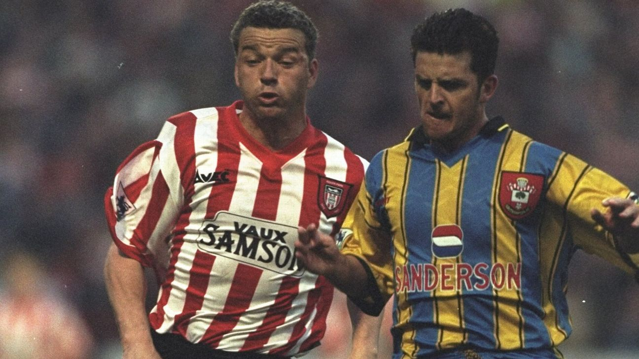 22 Apr 1997: Paul Stewart (right) of Sunderland shoulder to shoulder with Jason Dodd of Southampton during the Premier League match at Roker Park in Sunderland, England. Southampton won 1-0. \ Mandatory Credit: Mark Thompson /Allsport