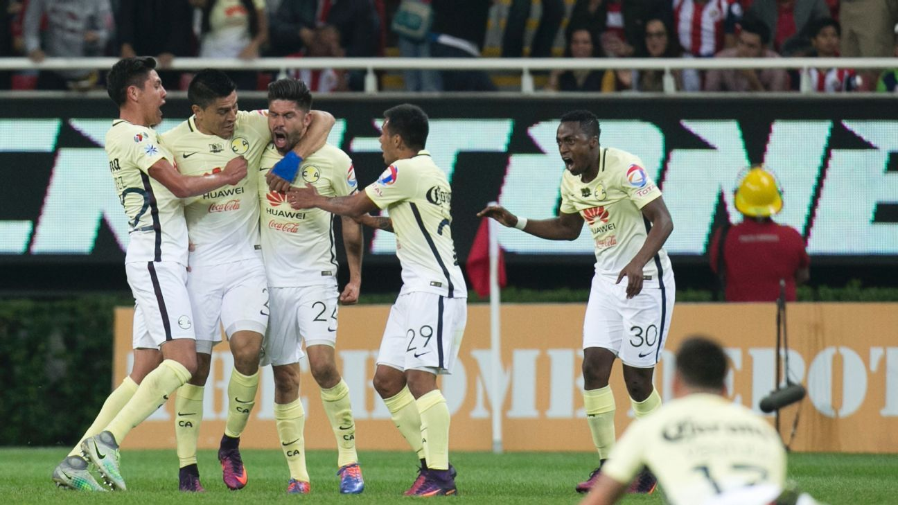 Oribe Peralta (24) celebrates after scoring the winning goal for Club America.