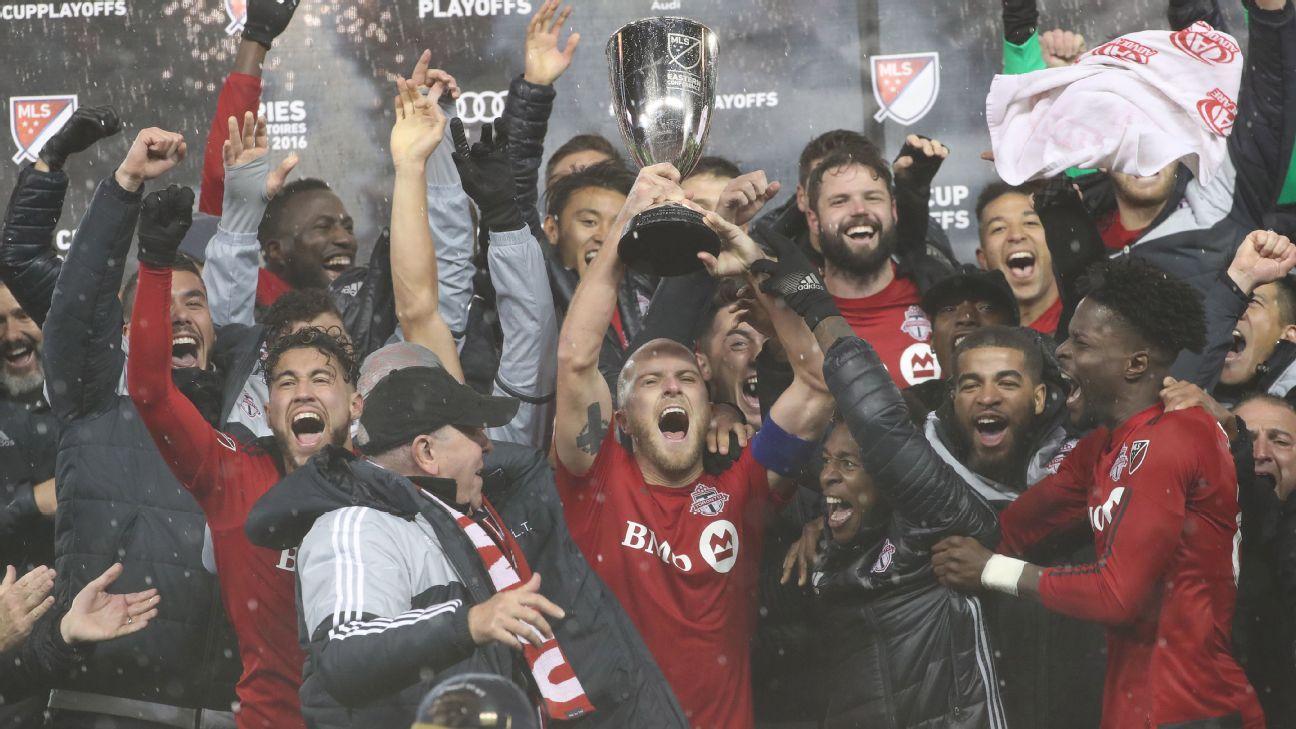 Toronto FC trophy celeb vs Montreal 161130