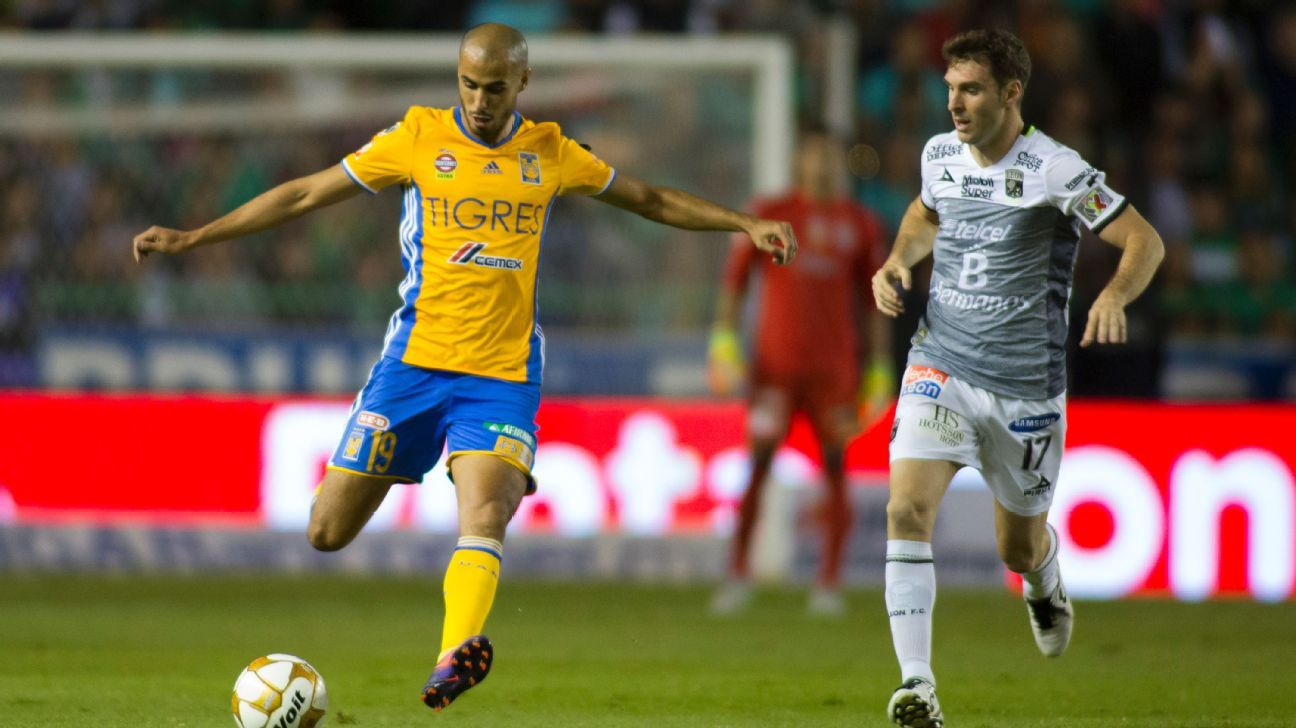 Guido Pizarro of Tigres plays a pass through the Leon defense in a 1-0 win in the Liga MX playoffs.