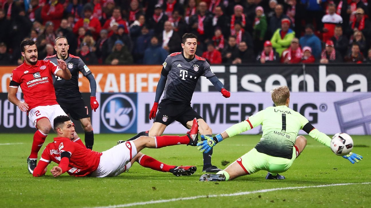 Robert Lewandowski scored early and late as Bayern beat Mainz.