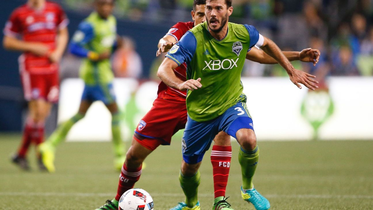 Brad Evans joins Sporting KC after leaving Seattle Sounders