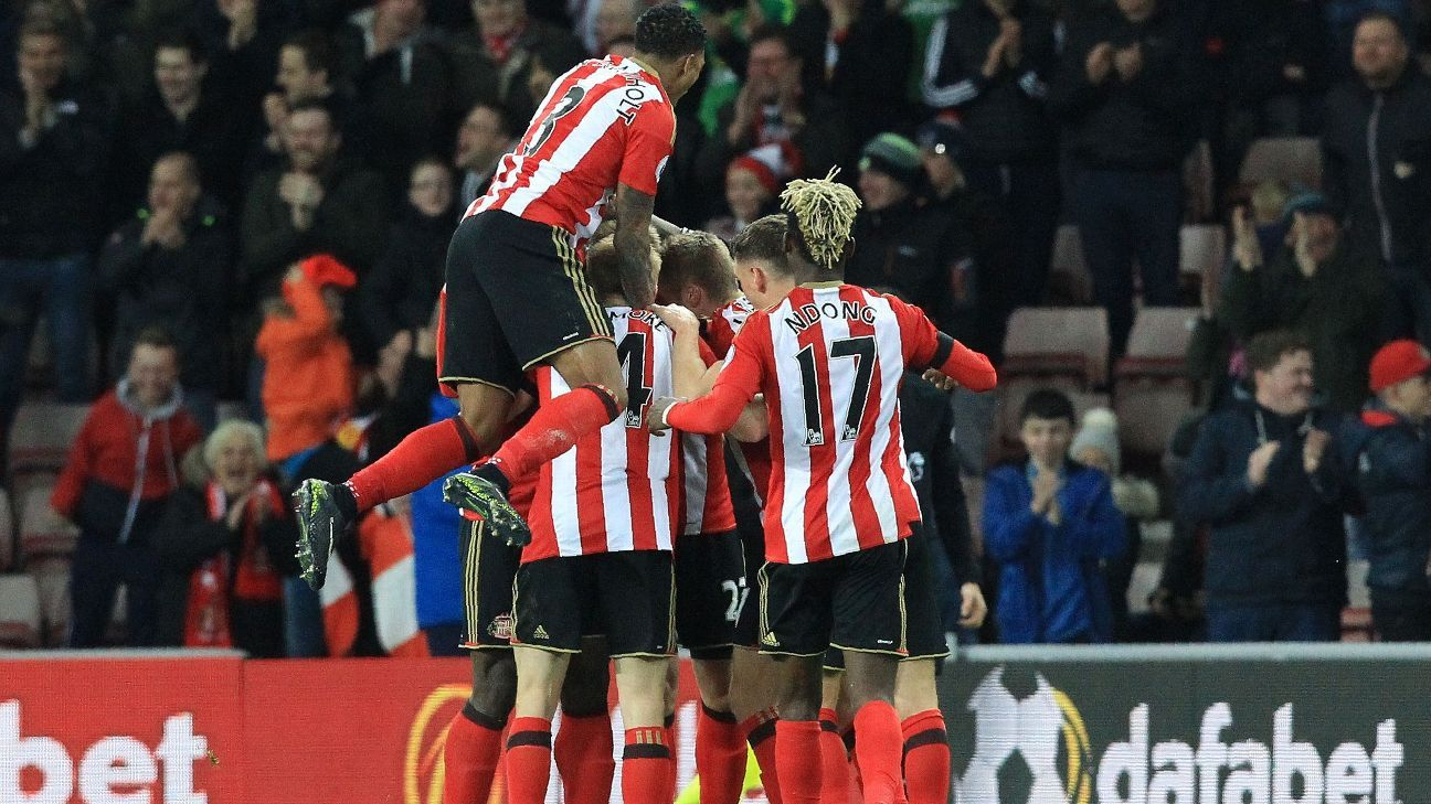 Sunderland celebrate after Jan Kirchhoff's goal.