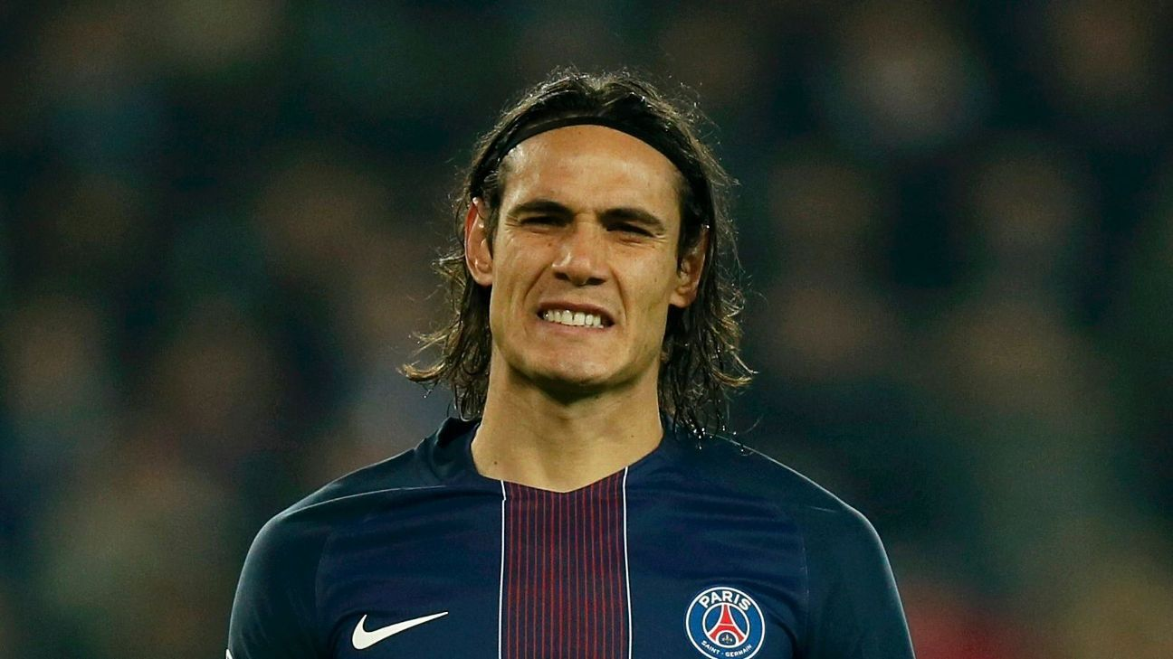 Football Soccer - Paris St Germain v  PFC Ludogorets - UEFA Champions League Group A - Parc des Princers, Paris, France - 6/12/16. Paris St Germain's Edinson Cavani reacts during his match against PFC Ludogorets.