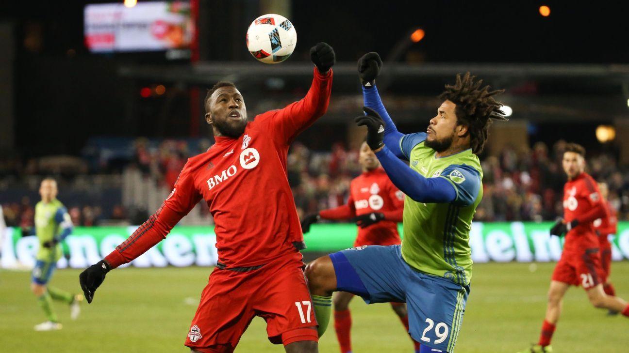 Altidore Torres MLS Cup 161210