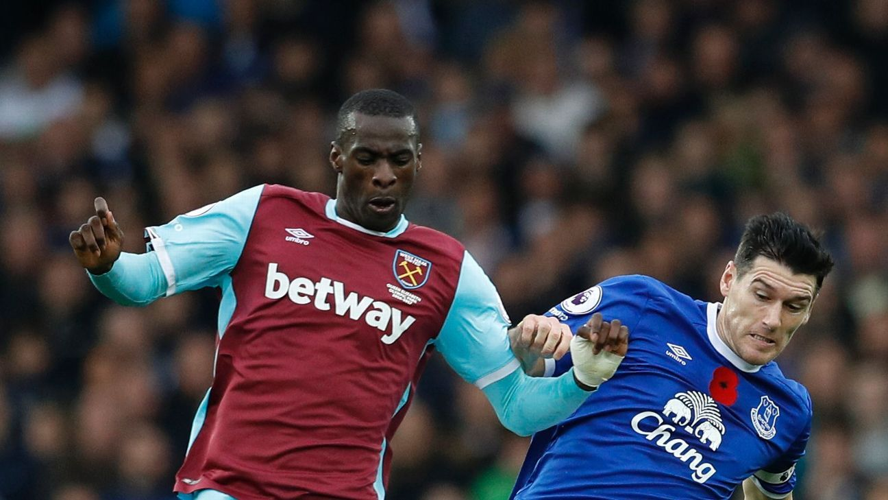 Britain Football Soccer - Everton v West Ham United - Premier League - Goodison Park - 30/10/16  West Ham United's Pedro Obiang in action with Everton's Gareth Barry