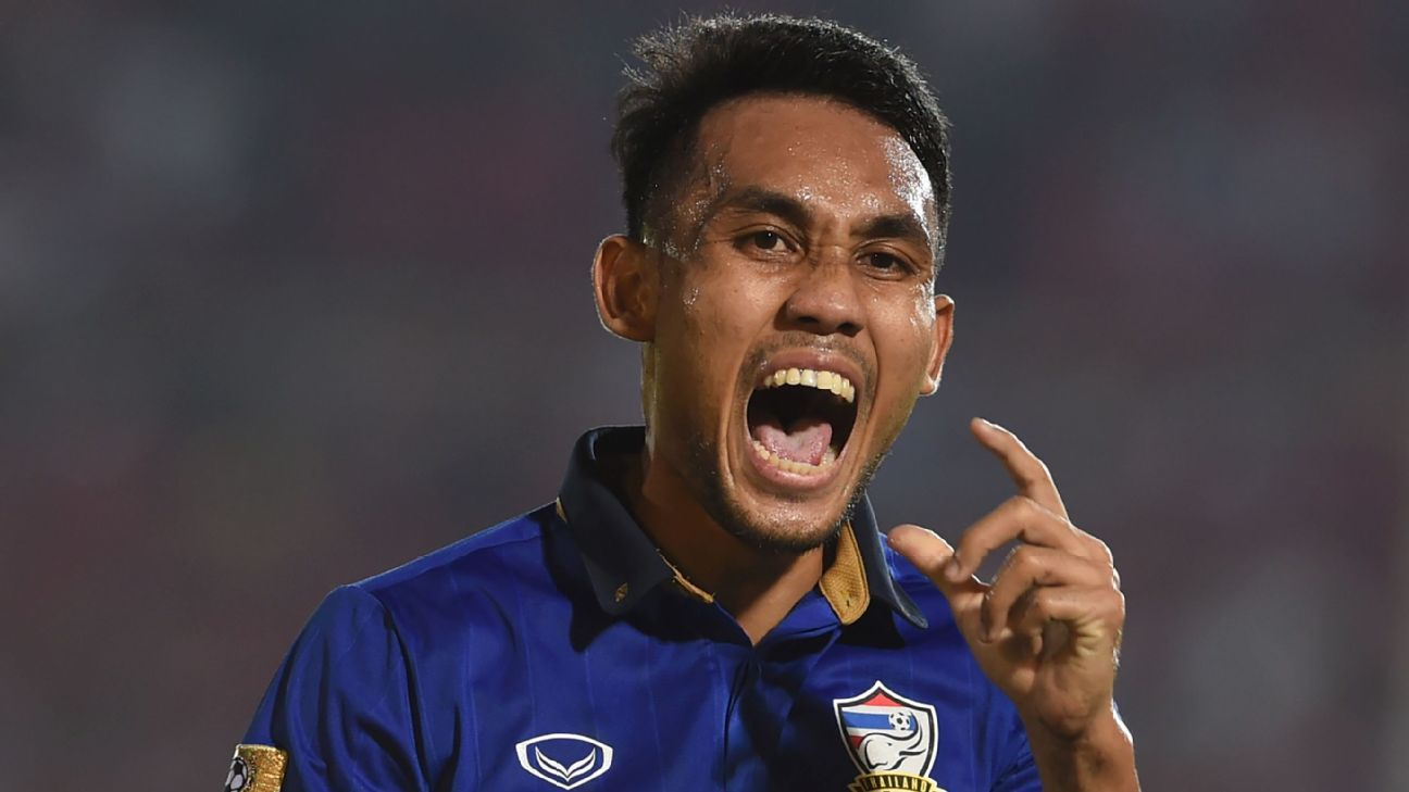 Teerasil celebrates goal for Thailand in 2016 AFF Cup