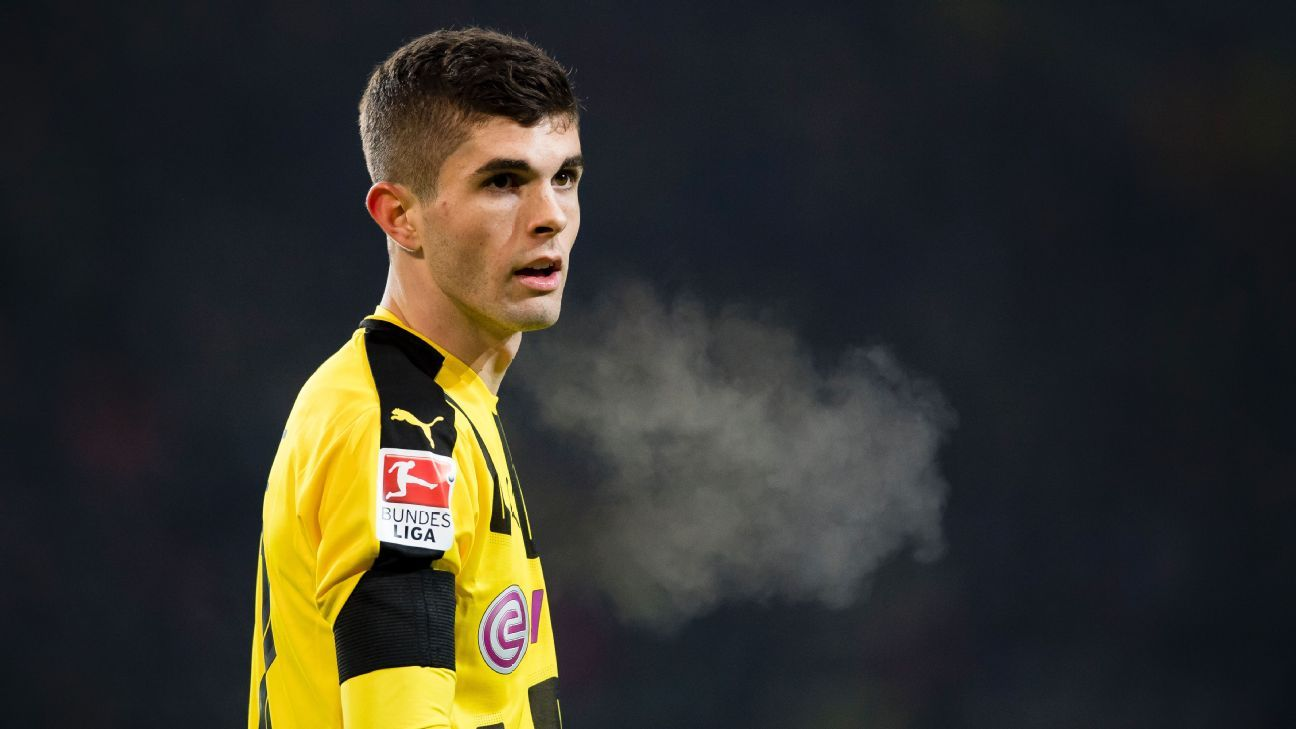 Christian Pulisic looks toward the sidelines during Dortmund's 1-1 draw with Augsburg.
